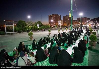 افطاری ساده در مزار شهدای گمنام دانشگاه امام حسین(ع)