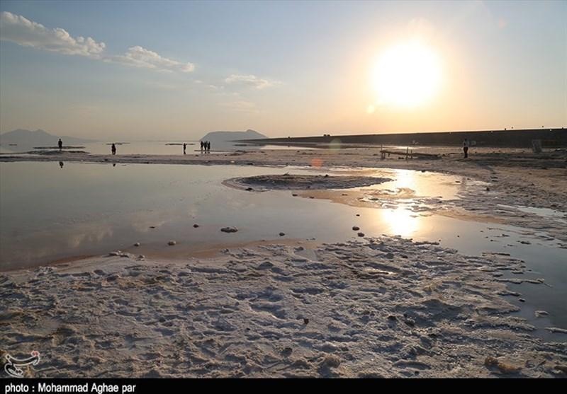 رئیس سازمان محیط زیست در گفتوگو با تسنیم: حقآبه 38 تالاب مشخص شد/ دریاچه ارومیه به شرایط نرمال نرسیده است