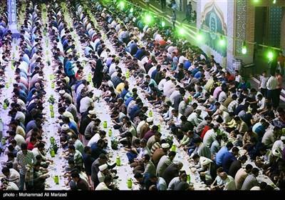 مراسم افطاری در حرم حضرت معصومه (س)