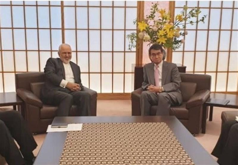 وزیرا الخارجیة الایرانی والیابانی یؤکدان على ضرورة تعزیز العلاقات بین البلدین