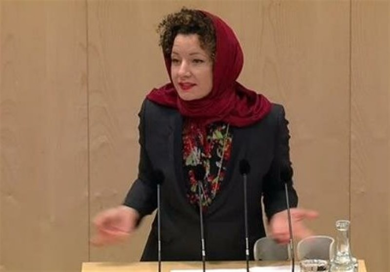 Austrian Parliament Member Wears Headscarf to Protest Hijab Ban Law (+Video)