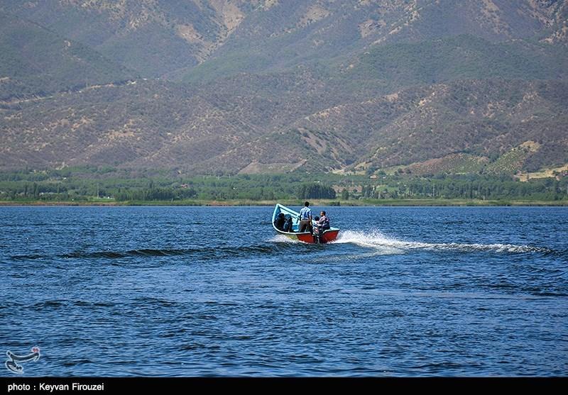 کردستان سفری تابستانه به مهد طبیعت؛ لذت خنکای آب در کنار دریاچه زریبار مریوان+تصاویر