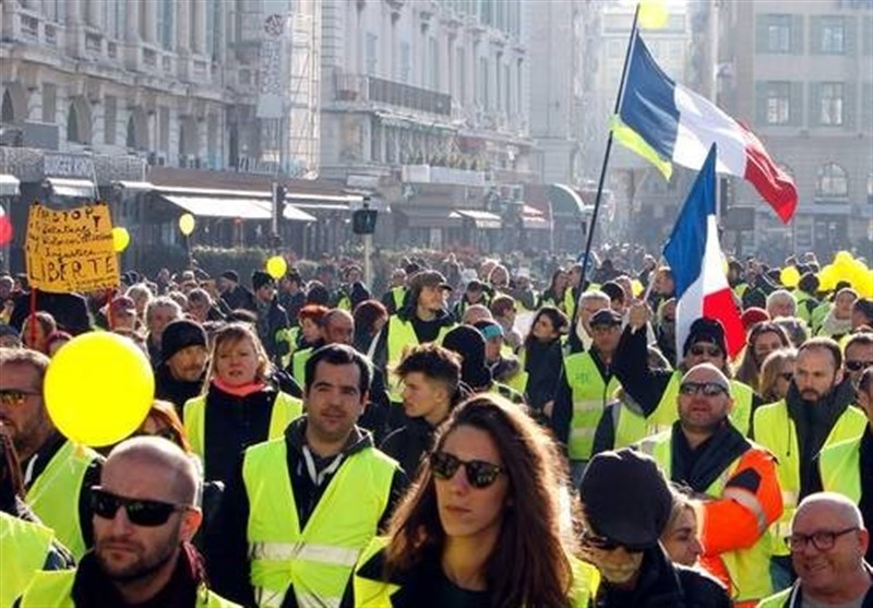 French President's Birthday Celebrated by Yellow Vests Protesters (+Video)