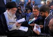 دیدار شاعران با رهبر انقلاب در شب میلاد امام حسن(ع) + عکس