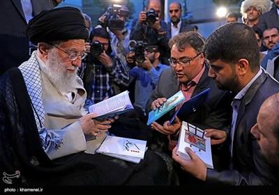 الإمام الخامنئي يستقبل جمعاً من الشعراء وأساتذة اللغة والأدب الفارسي