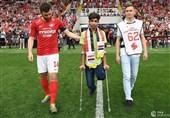 فوتبال جهان  پرداخت هزینه پای مصنوعی نوجوان کربلایی توسط تیم اسپارتاک مسکو