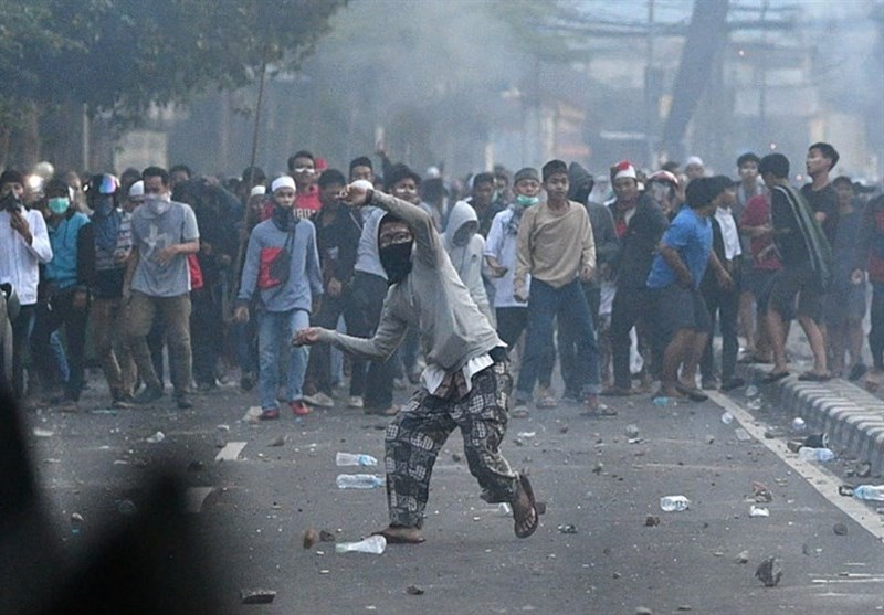 6 Dead as Protests Turn Violent Following Indonesia Election Loss (+Video)