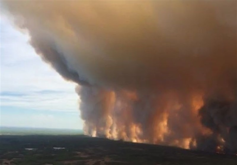 Hundreds of Northern Alberta Residents Evacuated Due to Wildfire (+Video)