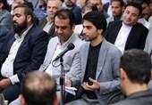 اهواز| فرزند شهید مدافع حرم: یکی از بهترین لحظات عمرم دریافت چفیه مقام معظم رهبری بود