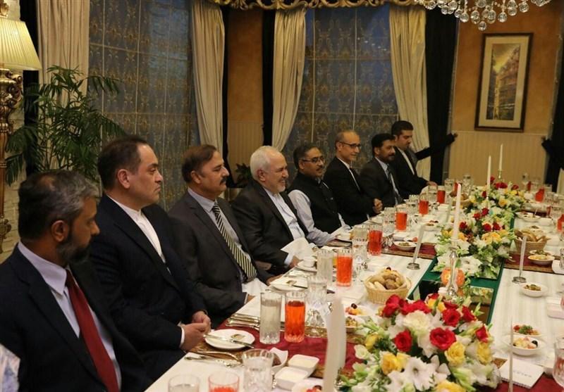 ظریف در ضیافت افطاری وزیر امور خارجه پاکستان