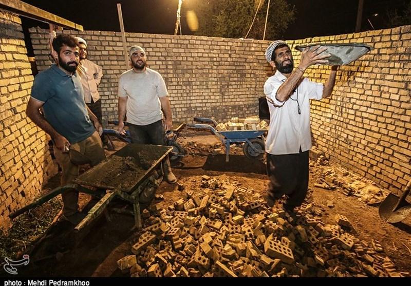 جهادگران شهدای مدافع حرم همچنان در روستاهای سیلزده خوزستان مستقر هستند + تصاویر