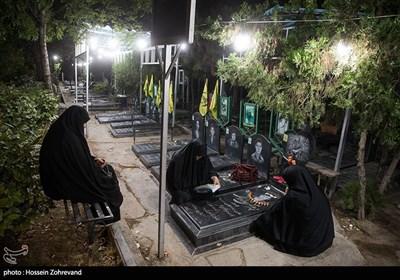 مراسم احیای شب قدر در مزار شهدای مدافع حرم پاکستانی ( زینبیون ) در بهشت زهرا (س)