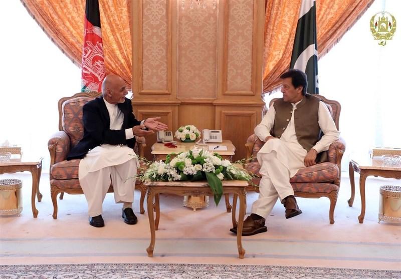 گفتوگوی «اشرف غنی» و «عمران خان» درباره روند صلح افغانستان
