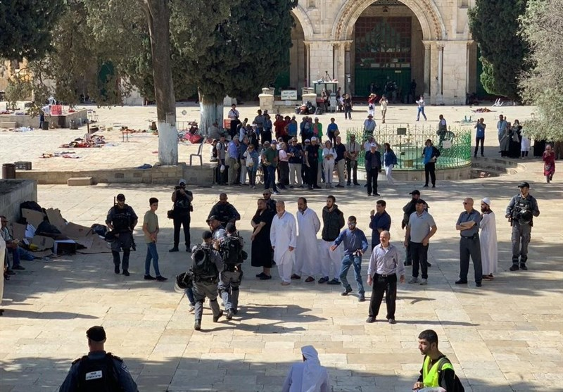 Israeli Police Attack Palestinian Worshippers in Al-Aqsa Mosque (+Video)