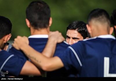وحید هاشمیان دستیار مارک ویلموتس در تمرین تیم ملی فوتبال ایران