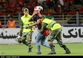 فدراسیون فوتبال و سازمان لیگ پاسخگوی آبروریزی جهانی باشند/ چه کسی فتاحی را وارد فوتبال کرد؟