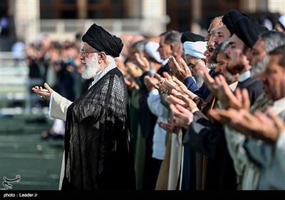 اقامة صلاة عید الفطر فی طهران بإمامة قائد الثورة الاسلامیة