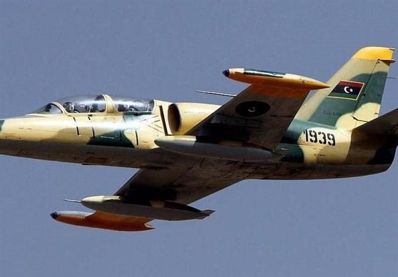 بمباران دو فرودگاه مسافربری در غرب لیبی توسط جنگندههای حفتر