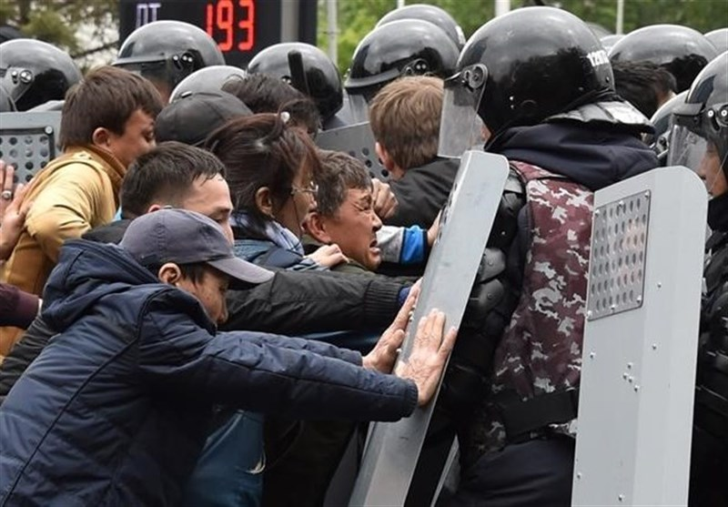 Hundreds Arrested in Kazakhstan amid Protests against Presidential Vote (+Video)