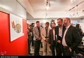 محسن مومنی شریف مدیر حوزه هنری در مراسم افتتاحیه نمایشگاه کارتون و کاریکاتور