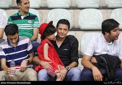 علیرضا فغانی داور بین المللی فوتبال به همراه دخترش