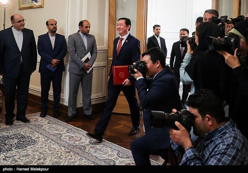 ورود چانگ هووآ سفیر جدید چین به محل دیدار با وزیر امور خارجه