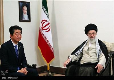 الامام الخامنئي يستقبل رئيس وزراء اليابان