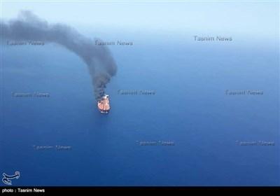 یکی از نفتکش های حادثه دیده در دریای عمان