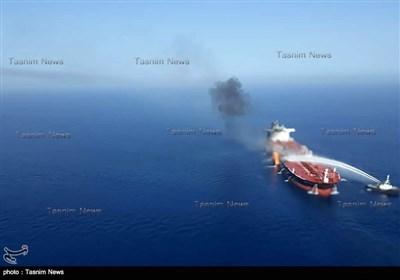 البحریة الإیرانیة تخمد النیران بإحدى ناقلات النفط فی بحر عمان