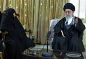 روایت دیدار امام خامنهای با مادر 4 شهید/ تمجید رهبری از عظمت مرحومه «خانیان»