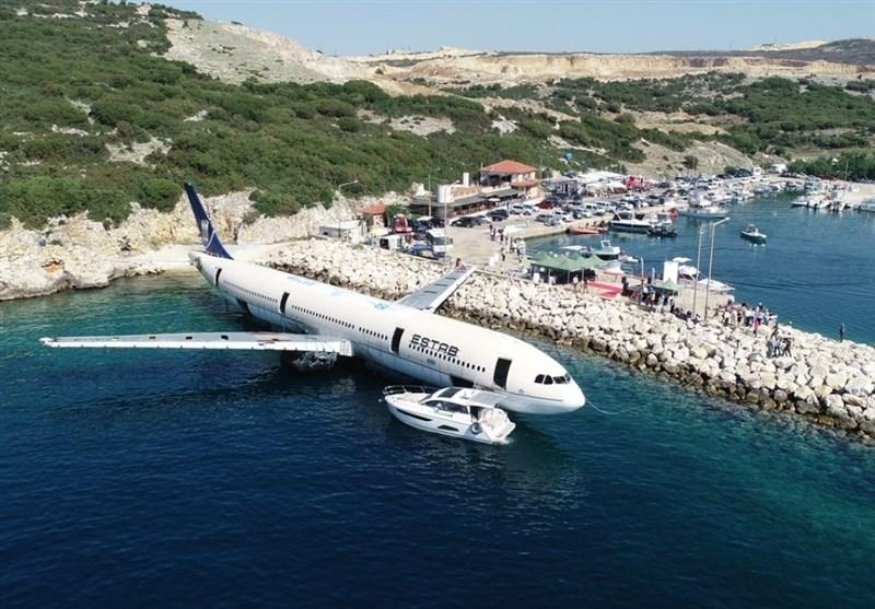 غرق کردن هواپیما با هدف گردشگری در ترکیه + عکس