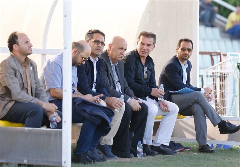 رد پای مرد همهکاره فدراسیون فوتبال در دربی 90/ امضا از طرف! + عکس