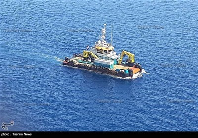 ایرانی ریسکیو ٹیم بحیرہ عمان میں دہشت گردی کے شکار تیل بردار جہازوں کی امدادی کارروائی میں مصروف