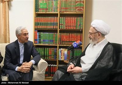 دیدار منصور غلامی وزیر علوم، تحقیقات و فناوری با آیتالله سبحانی مرجع تقلید شیعیان