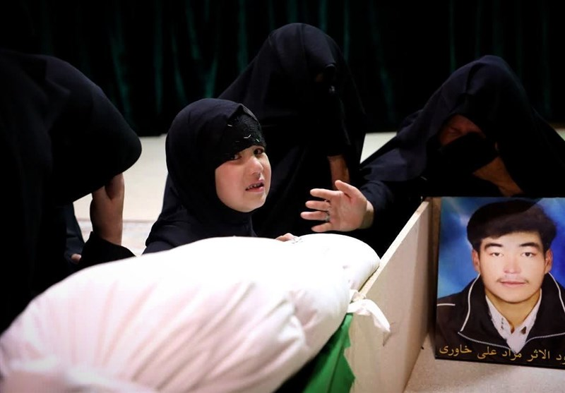آخرین خداحافظی دختر خردسال شهید خاوری با پدر+ عکس