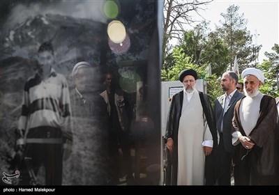 قرائت فاتحه حجتالاسلام سیدابراهیم رئیسی رئیس قوه قضائیه بر سر مزار شهید حسن طهرانیمقدم