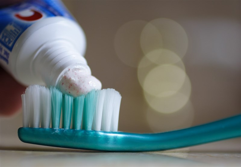 Common Ingredient in Toothpaste Puts Women at Risk of Bone Disease