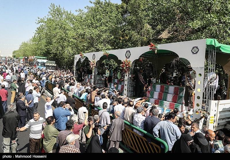 وداع مردم تهران با پیکر پاک 150 شهید تازه تفحص شده سالهای دفاع مقدس + عکس و فیلم