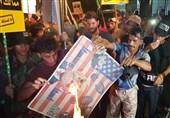 Iraklı Göstericiler Bahreyn Büyükelçiliğine Filistin Bayrağı Astı