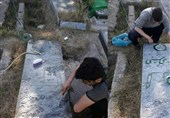 کار خوب یک دانشآموز/ مرمت مزار پدر یک شهید در روستا