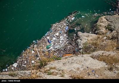 زباله های انباشته شده درسطح آب