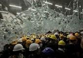 ہانگ کانگ: مظاہرین کی پولیس سے جھڑپیں، پارلیمنٹ پر قبضہ