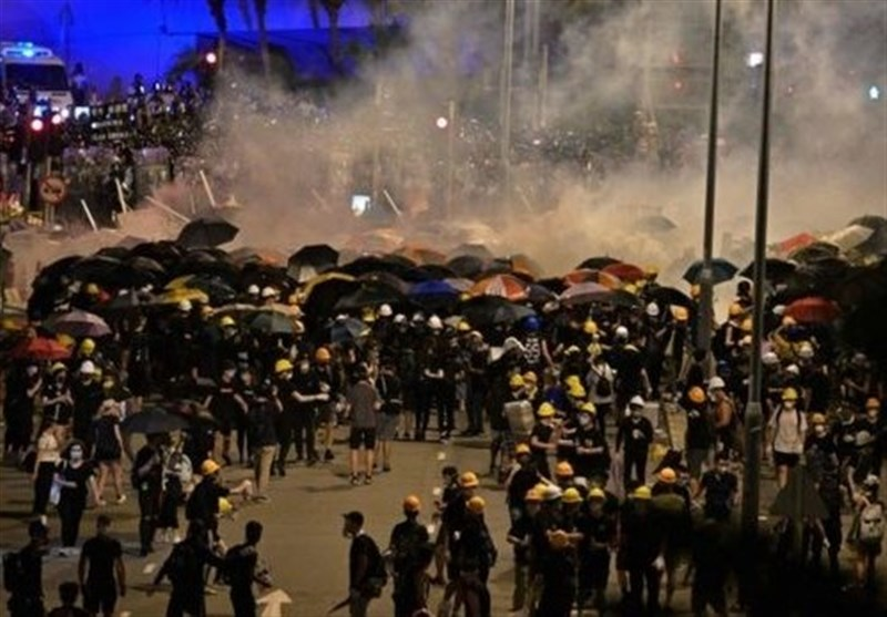 Hong Kong Police Use Water Cannon in Latest Clashes