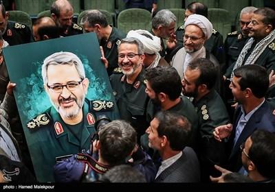 تقدیر از سردار غلامحسین غیبپرور در پایان مراسم تودیع و معارفه رئیس سازمان بسیج مستضعفین
