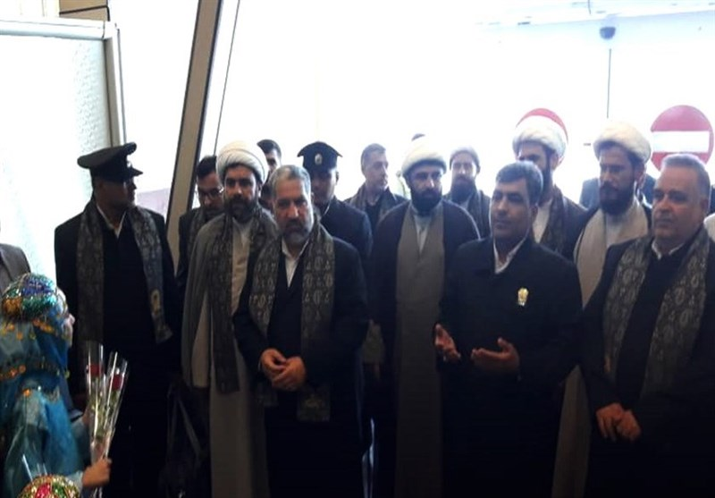 کاروان خدام حرم مطهر رضوی در فرودگاه بوشهر مورد استقبال قرار گرفتند