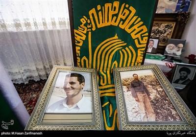 کاروان زیر سایه خورشید در منزل شهیدان کبیری پور از شهدای دفاع مقدس