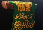 فیلم| ماجرای شفای یک بیمار و آزادی اعدامی ها با تبرک به پرچم امام رضا (علیه السلام)