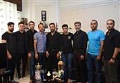 بهمن عسگری مدالش را تقدیم خانواده نوید محمدی کرد