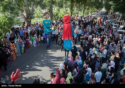 مراسم شادپیمایی عروسک ها در محوطه تاریخی طاق بستان - کرمانشاه