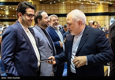 محمدجواد ظریف وزیر امور خارجه و سید عباس موسوی سخنگوی وزارت امور خارجه در همایش فرمانداران سراسر کشور